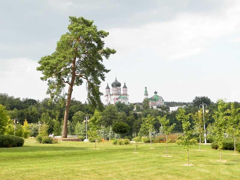 парк Феофанія - вид на монастир